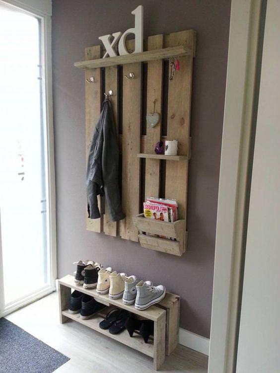 25 idee creative per il vostro appendiabiti in legno riciclato - Garderobe europalette ...