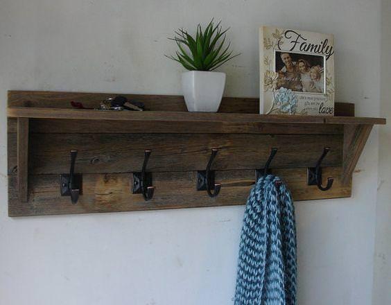 25 idee creative per il vostro appendiabiti in legno riciclato - Idee creative per la casa ...