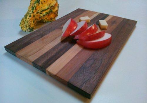 Tagliere in legno realizzato a mano