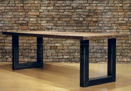 Industrial Style: tavolone in legno grezzo…