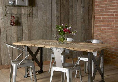 Tavolo in legno massello di abete…