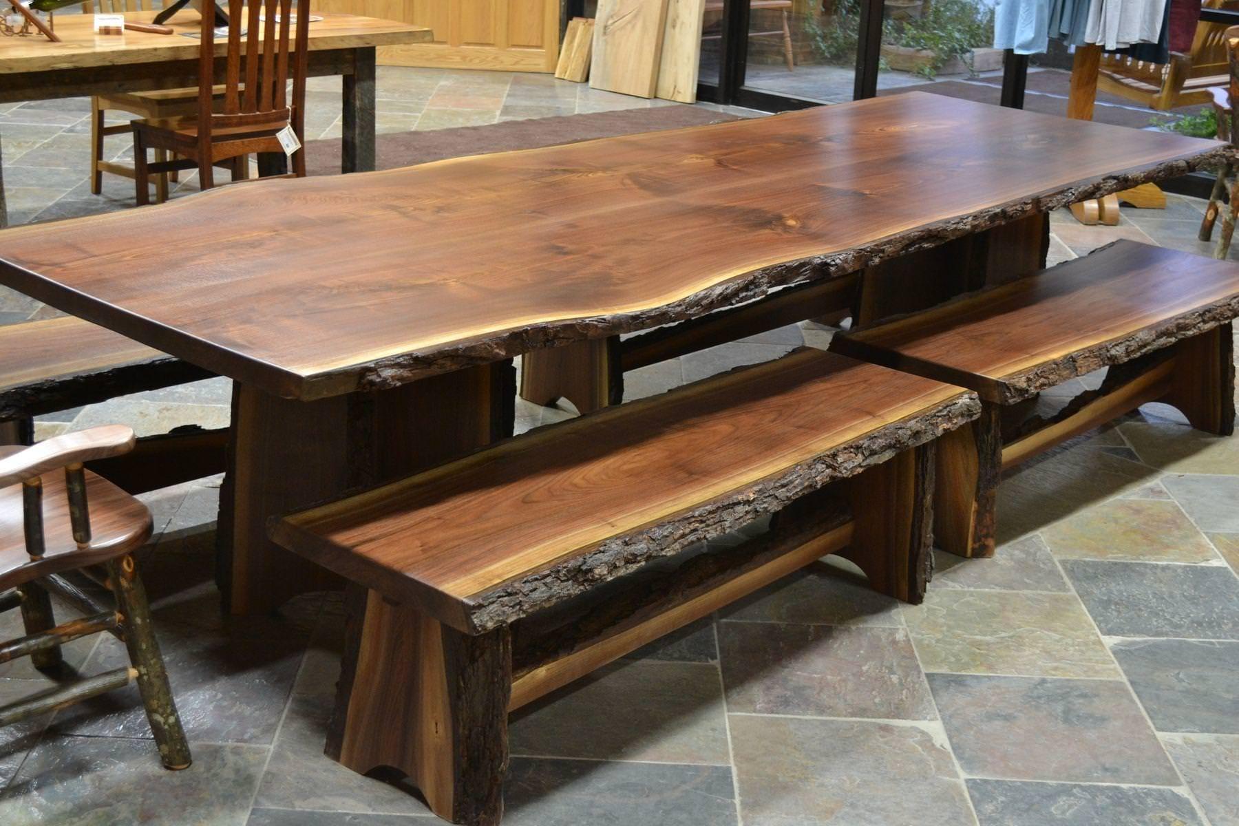 Tavolo in legno massello tavolo con bordo rustico in legno massello di castagno noce - Tavolo legno massello ...