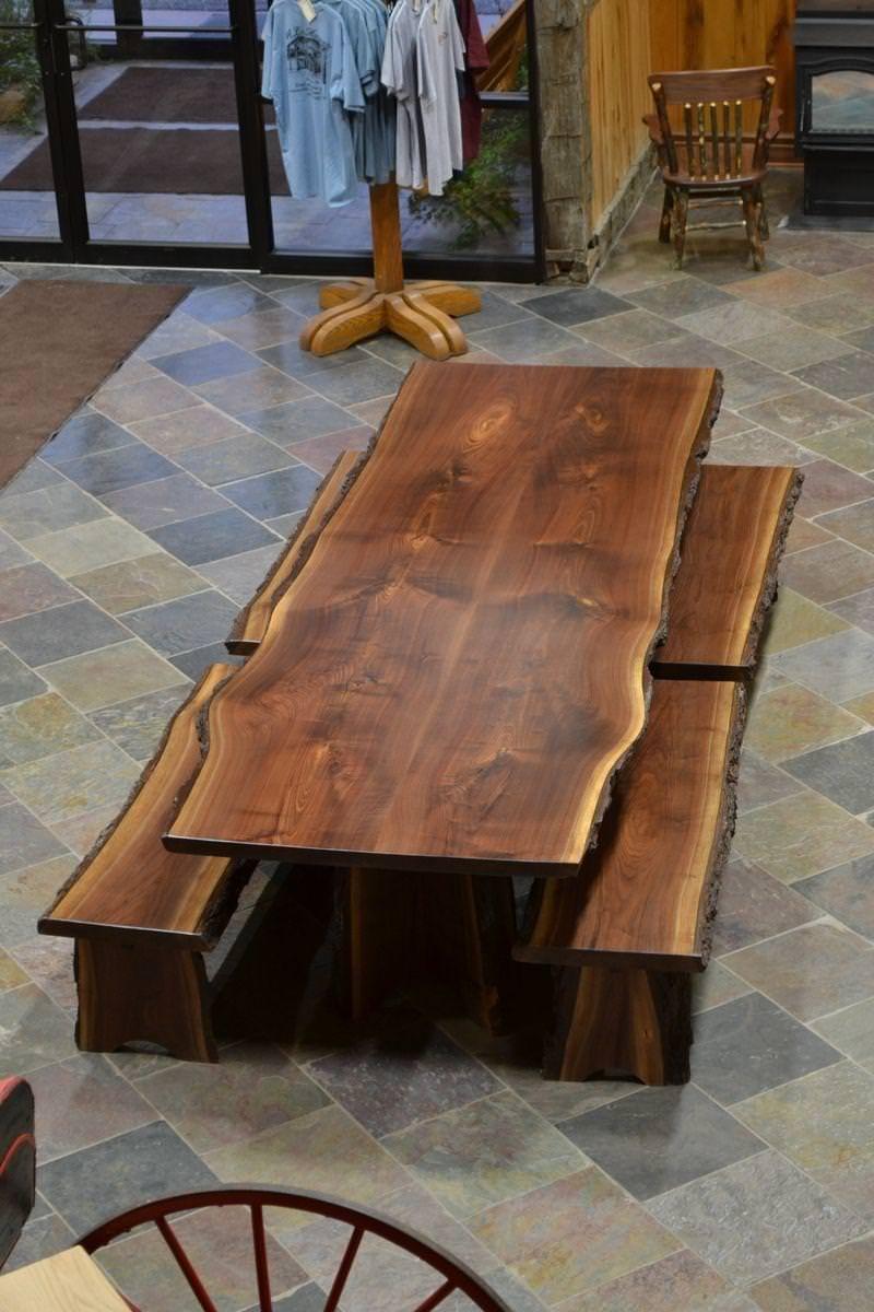 castagno tavolo rustico : Tavolo con bordo rustico in legno massello di rovere realizzato a mano