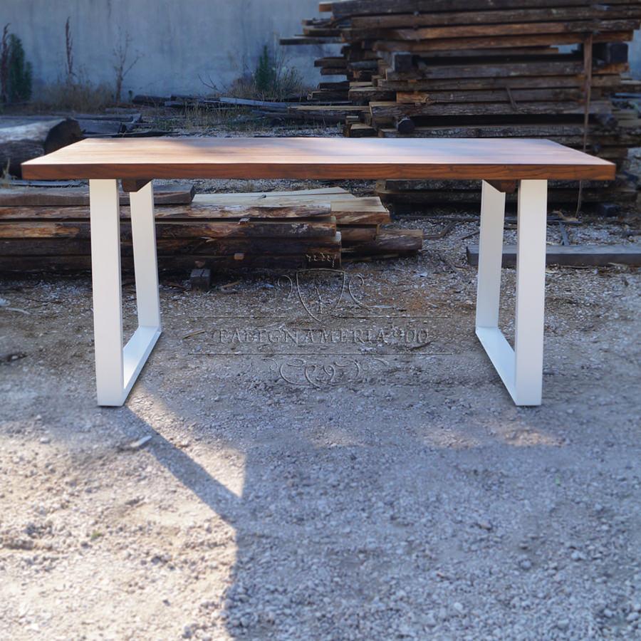 Tavolo in legno massello modello Liberty