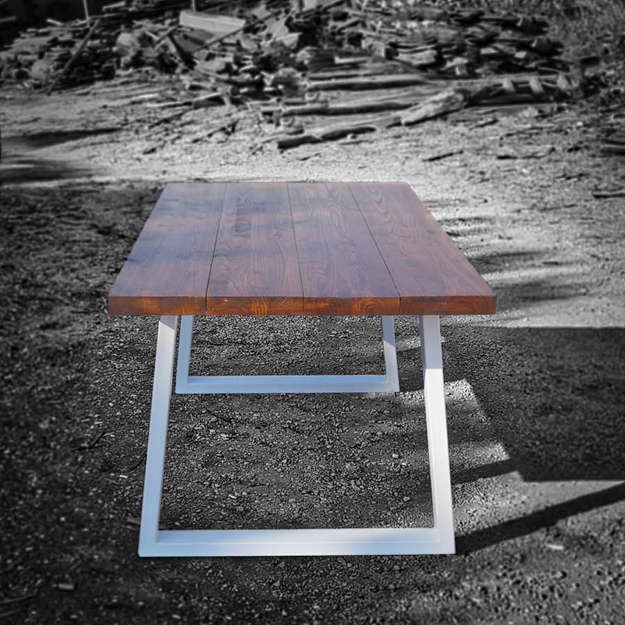 Tavolo in legno massello di castagno con gambe in ferro