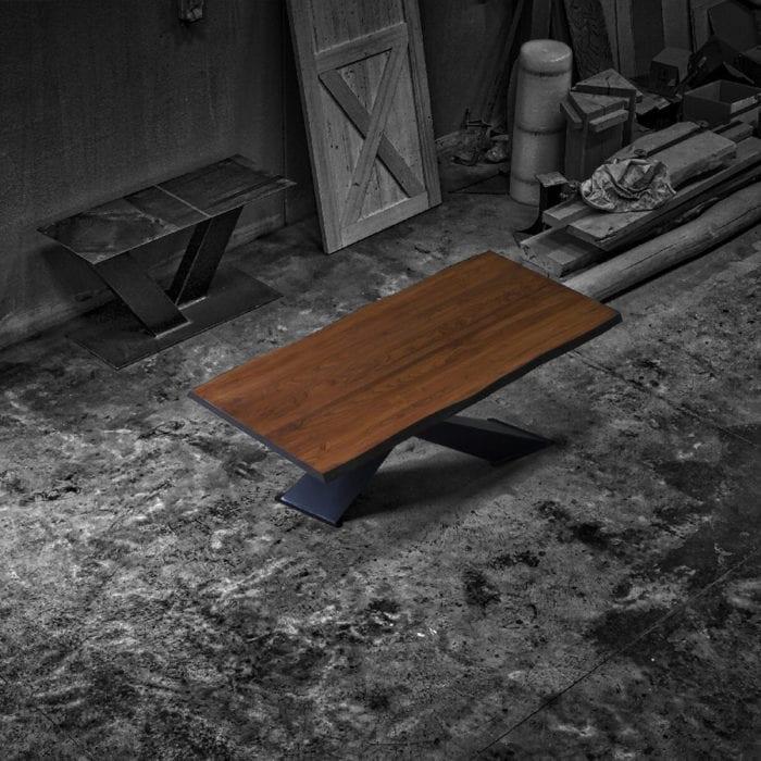 Tavolo legno massello noce gambe design ferro
