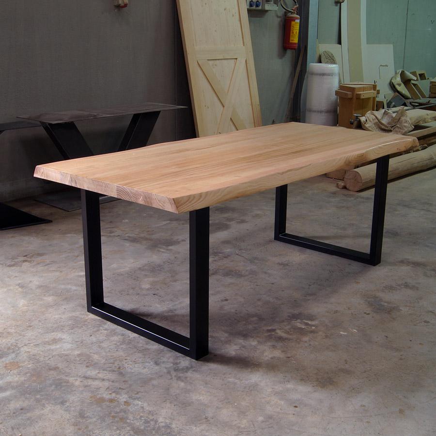 impero chiaro tavolo in legno massello e gambe in ferro