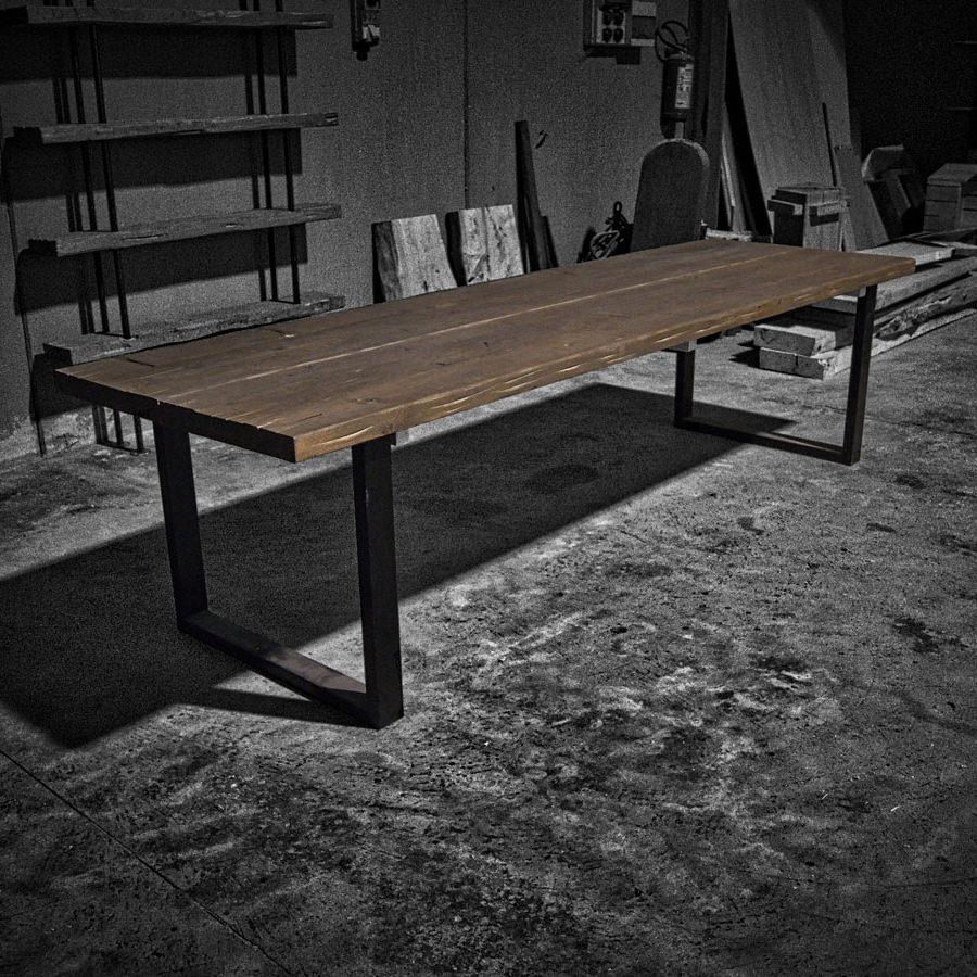 Tavolo vintage in legno massello brend acquistalo ora for Tavoli in legno massello rustici