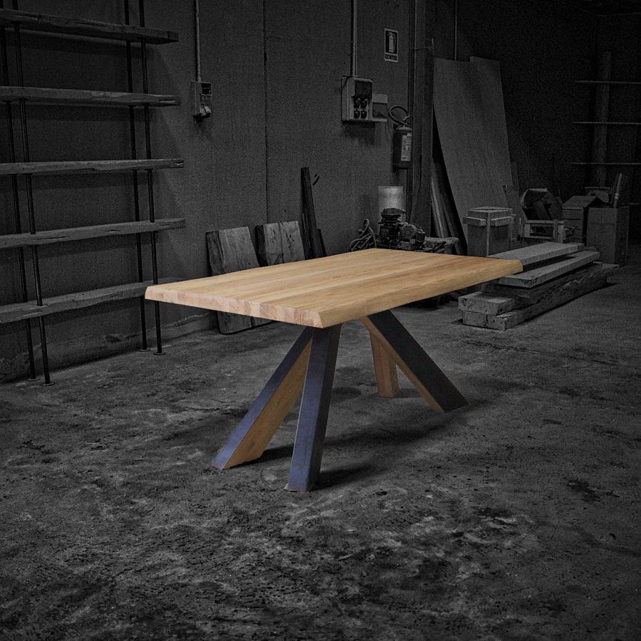 Wind tavolo di design in legno massello e gambe in legno for Tavoli in legno massello rustici