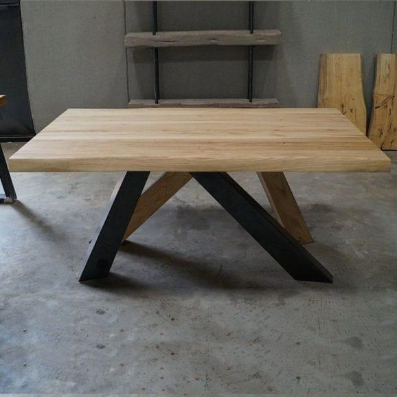Tavolo arredamento in legno massello
