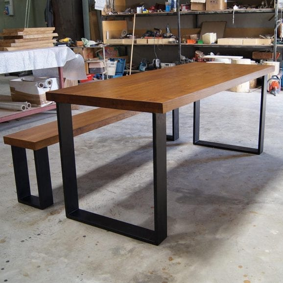 Tavolo in legno massello con panca