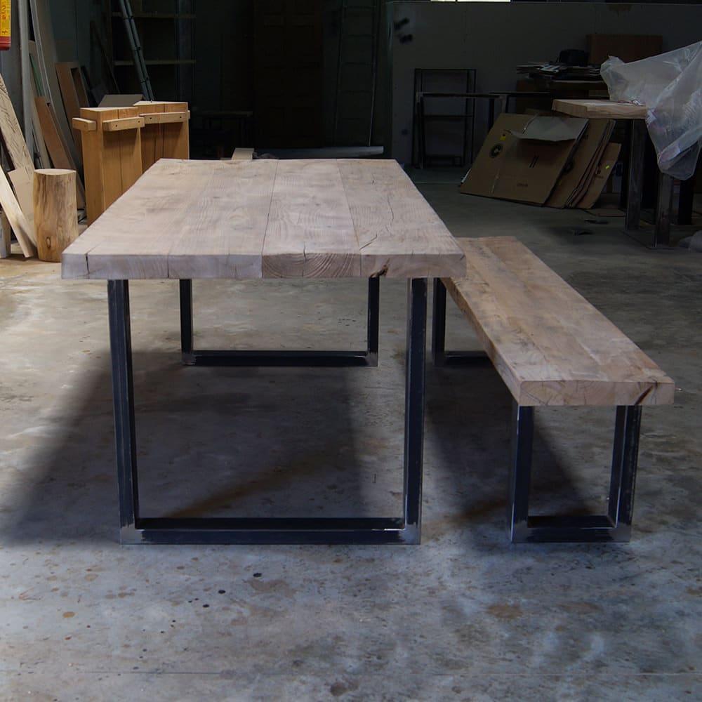Tavolo rustico in legno massello con panca
