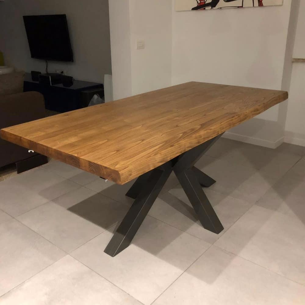 Tavolo legno massello con gambe a stella