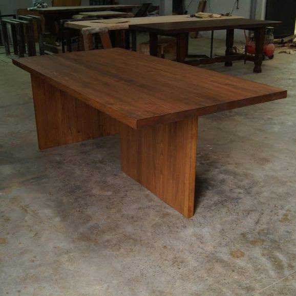Tavolo legno massello con gambe in legno