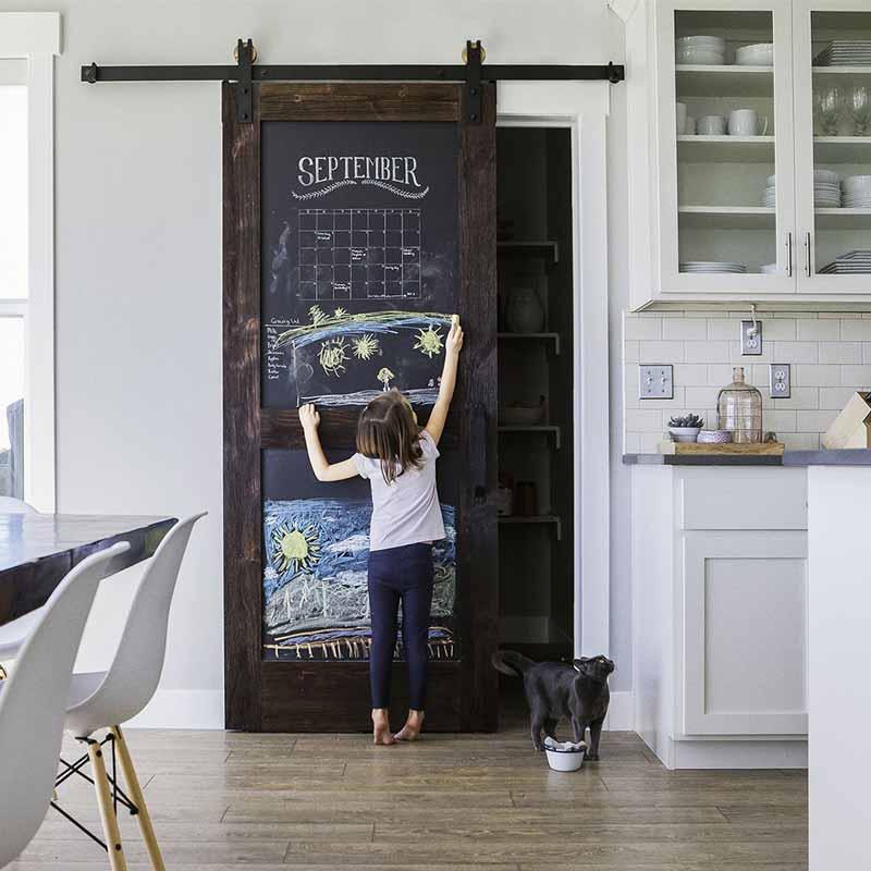 Barn Door porta scorrevole in legno massello con lavagna ...