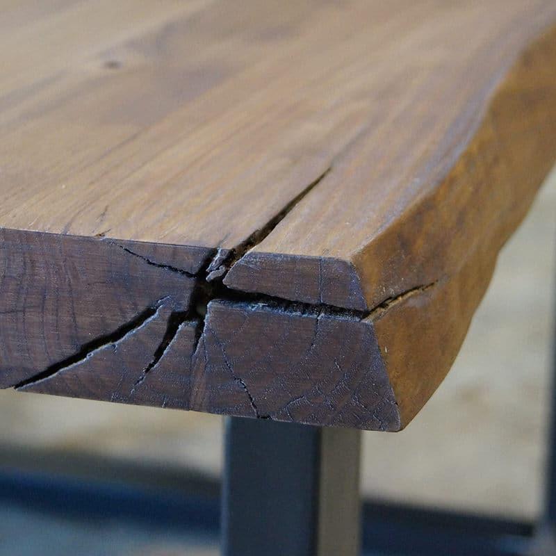 Tavolo legno massello con spaccature e bordo rustico f900 for Tavoli in legno massello rustici