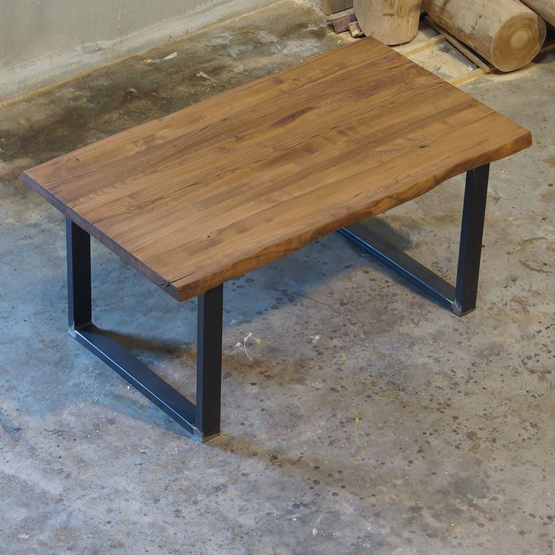 Tavolo legno massello con spaccature e bordo rustico. F900