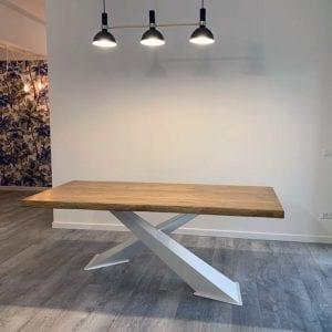 Tavolo in leTavolo in legno massello con gambe ad Xgno massello con gambe ad X