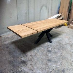 Tavolo allungabile in legno massello con gamba a stella