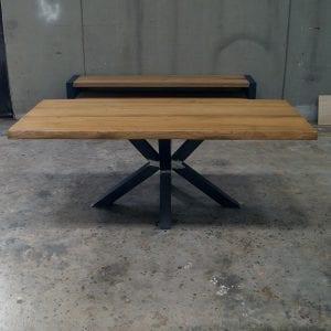 Tavolo in legno massello di design con gamba a stella