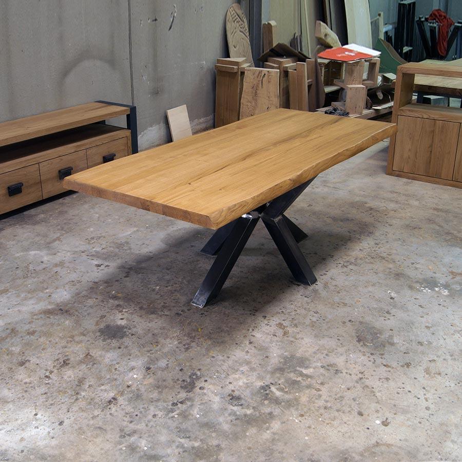 Tavolo Con Piede Centrale tavolo in legno massello gamba centrale in ferro modello stella.