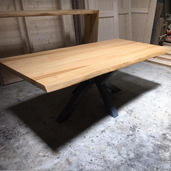 Tavolo Stella in legno massello di castagno dimensioni 210cm
