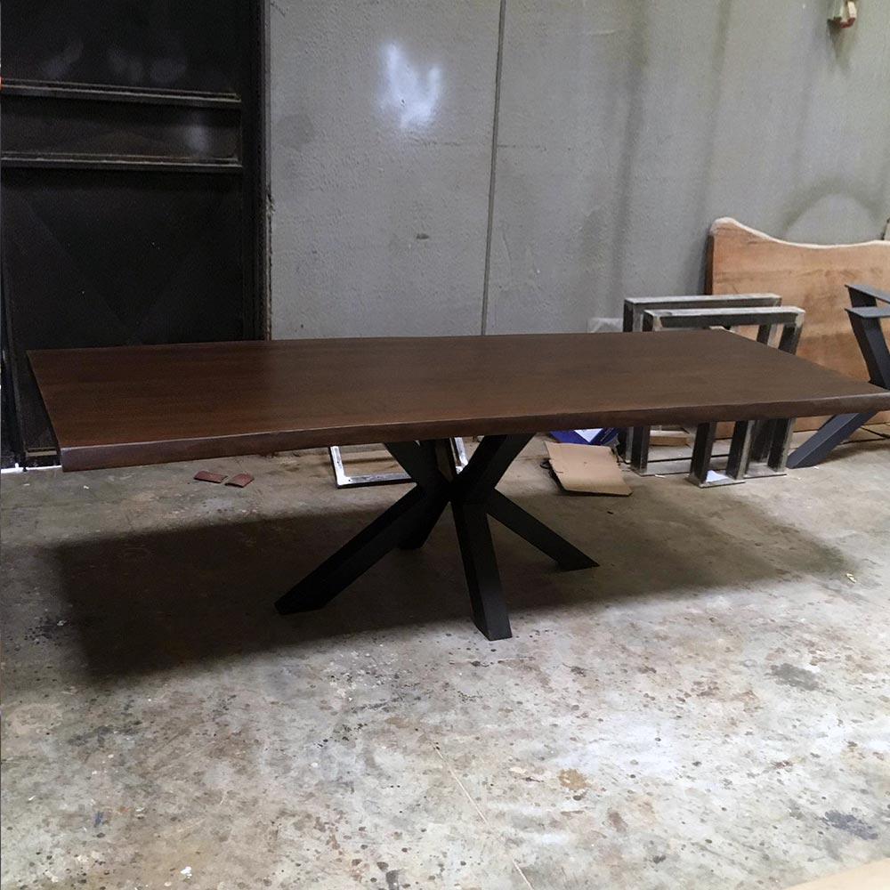 Tavolo Stella in legno massello di castagno dimensioni 240cm